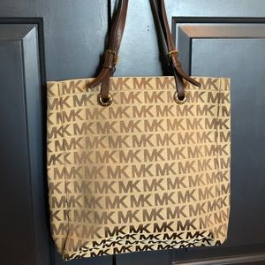 Michael Kors Jet Set Signature Tote Leather Straps